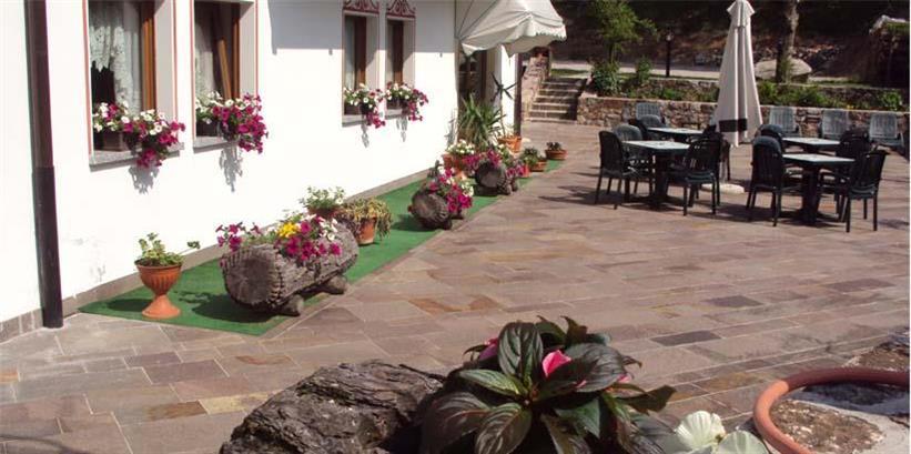 HOTEL  LA  PINETA                                                                                                            (FIAVE')  (TN)