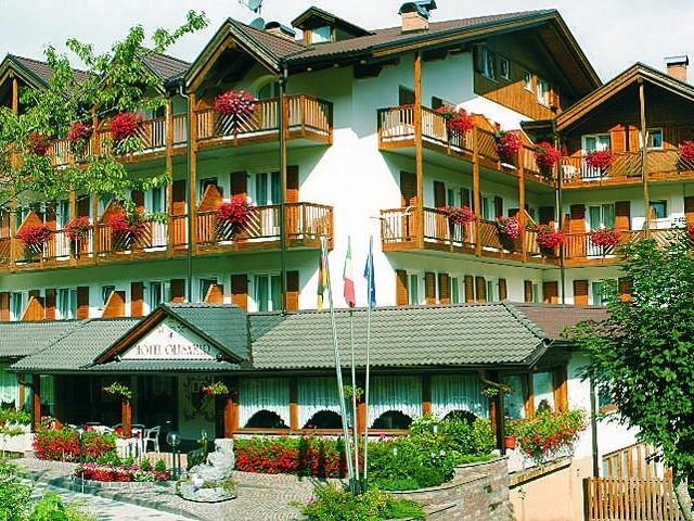 HOTEL OLISAMIR                    (CAVEDAGO)  (TN)