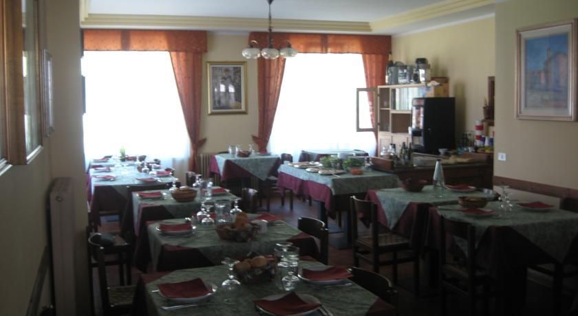 HOTEL  BELLARIA                                                                                           (LAVARONE) (TN)