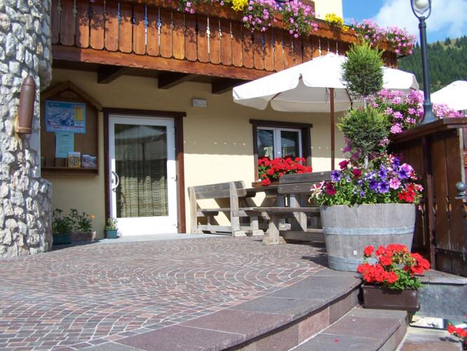 HOTEL LA BAITA                    (FOLGARIA) (TN)