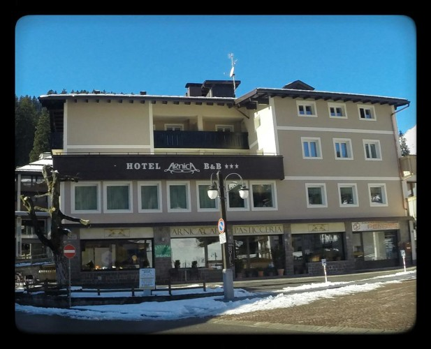 HOTEL  B&B  ARNICA      (MADONNA DI CAMPIGLIO)   (TN)