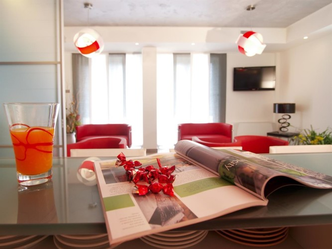 HOTEL  GARNI'  CORALLO                   (NAGO-TORBOLE)   (TN)