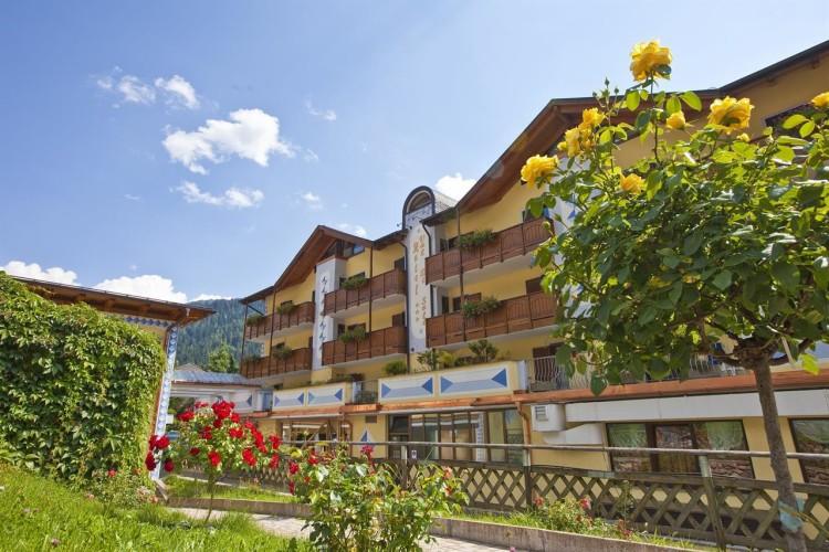 HOTEL  VAL DI SOLE             (MEZZANA)    (TN)