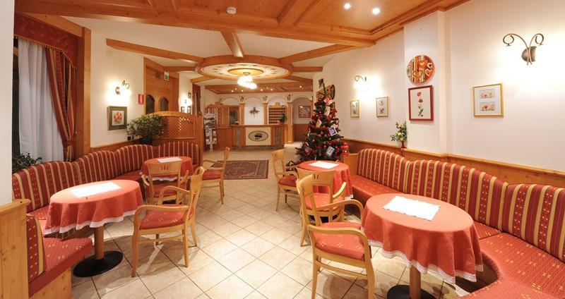 HOTEL  ADAMELLO             (PASSO DEL TONALE)  (TN)