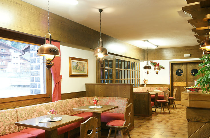HOTEL GARNI' BERNARD                         (POZZA DI FASSA)  (TN)