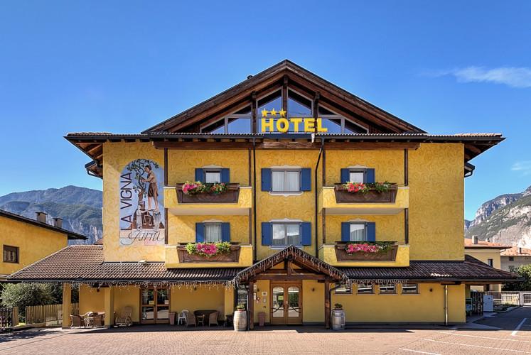 HOTEL B&B LA VIGNA      (SAN MICHELE ALL'ADIGE)  (TN)