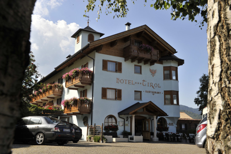 HOTEL TIROL - NATURAL  IDYLLL                (MONTESOVER - SOVER)   (TN)