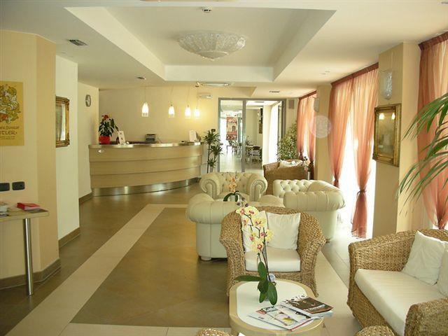 HOTEL OASI  WELLNESS & SPA                  (RIVA DEL GARDA)  (TN)