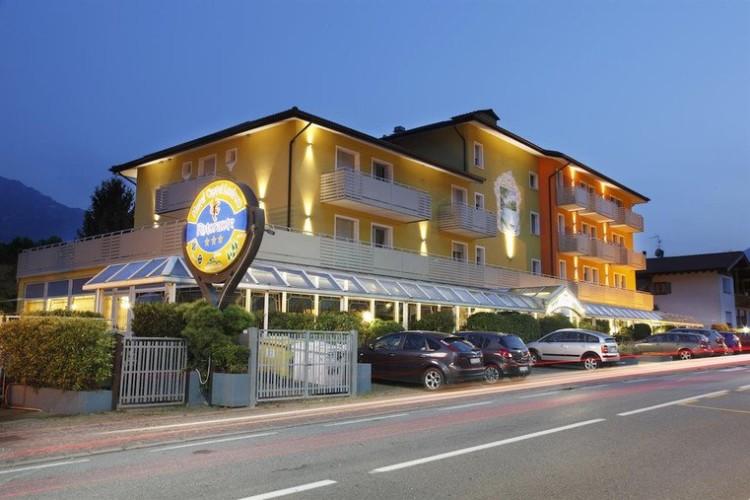 HOTEL CASTEL LODRON                   (STORO - LODRONE)  (TN)