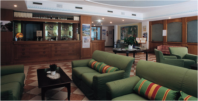 CLUB HOTEL     (LAGO DI TENNO) (TN)