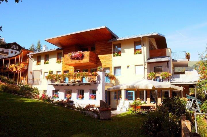 HOTEL  GARNI' ENROSADIRA       (VIGO DI FASSA)  (TN)