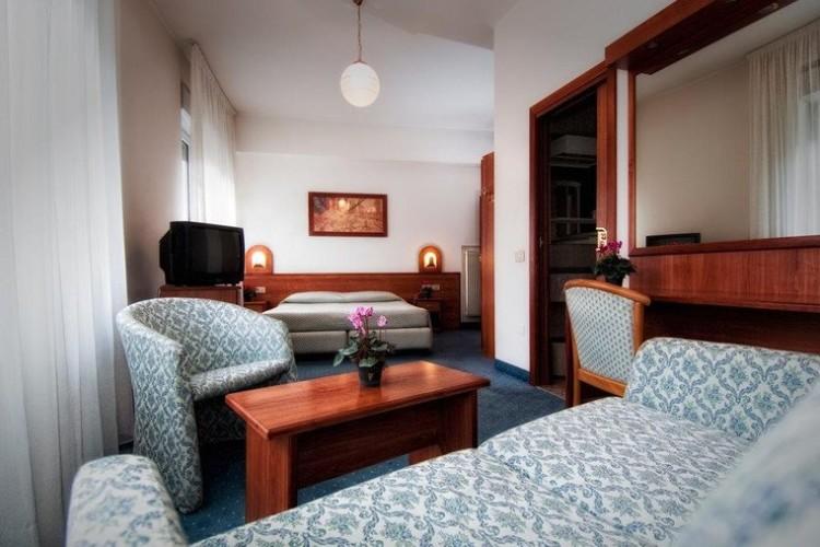 HOTEL  EVEREST          (TRENTO)  (TN)