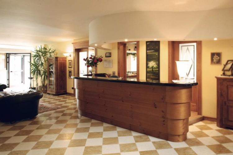HOTEL  PIPPO           (TERZOLAS)   (TN)